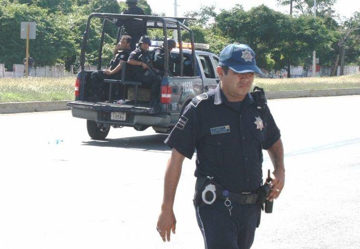 Por falta de recursos, los elementos de seguridad optan por aparcar las patrullas en un punto estratégico. (Archivo/SIPSE)