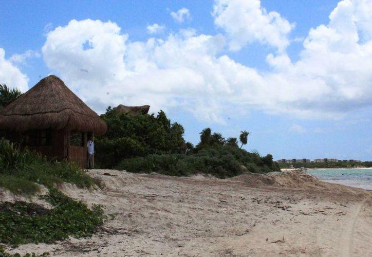 El hotel Paradisus deberá comprobar a las autoridades municipales que cuenta con permisos vigentes para las construcciones que hizo en la playa. (Octavio Martínez/SIPSE)
