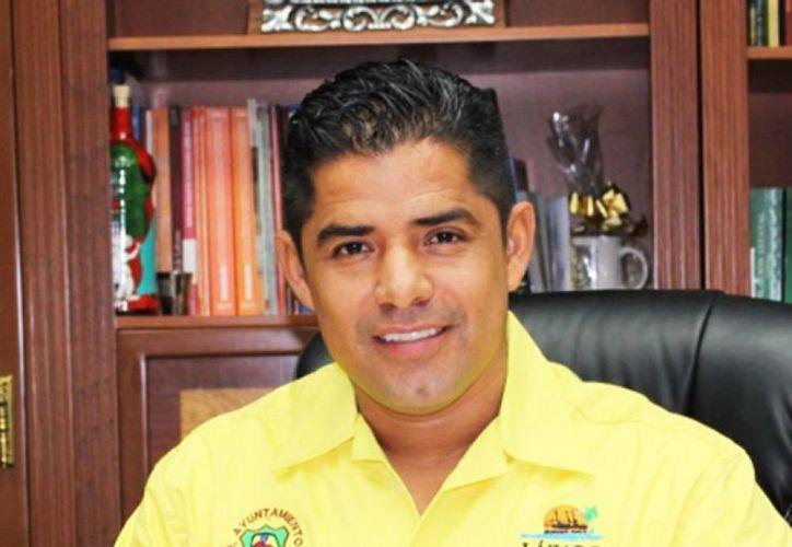 En abril de 2014 fue detenido Arquímedes Oseguera, de filiación perredista, acusado de narcotráfico y delincuencia organizada (diariocambio.com.mx)