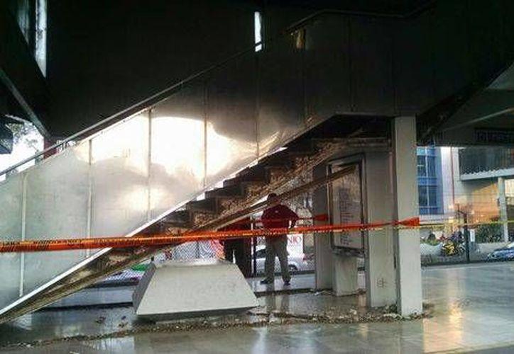 La reparación de las escaleras fijas de la estación Nativitas del Metro podría tardar hasta un mes. (Milenio)