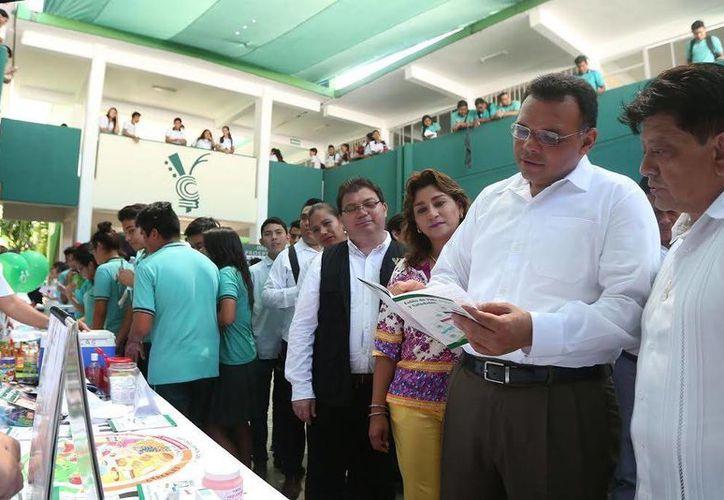 El gobernador Rolando Zapata estará este martes en el Centro de Convenciones Siglo XXI para atestiguar la firma de un acuerdo entre la Sejuve y el Ieaey. (SIPSE)