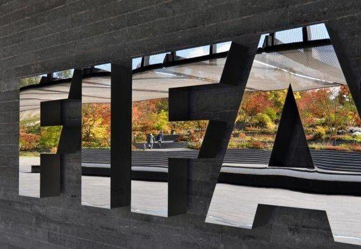 FIFA firmó, hace cuatro años, un acuerdo con Interpol, en el que el organismo rector del balompié se comprometió a entregar recursos para combatir el amaño de partidos. (Imagen de contexto/AP)