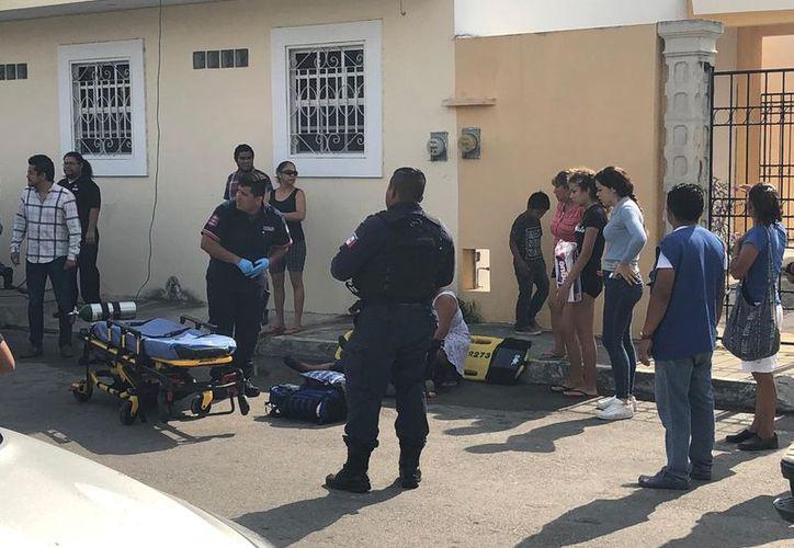 Los asaltantes les quitaron todas sus pertenencias a los trabajadores, incluyendo los celulares, la mujer cayó en el hospital. (Redacción)