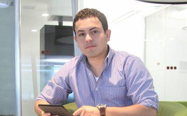 Imagen de  Roberto López Pineda, quien a sus 20 años inició su empresa RedCordel, al cual ya compite con grandes marcas del mundo. (César González/SIPSE)