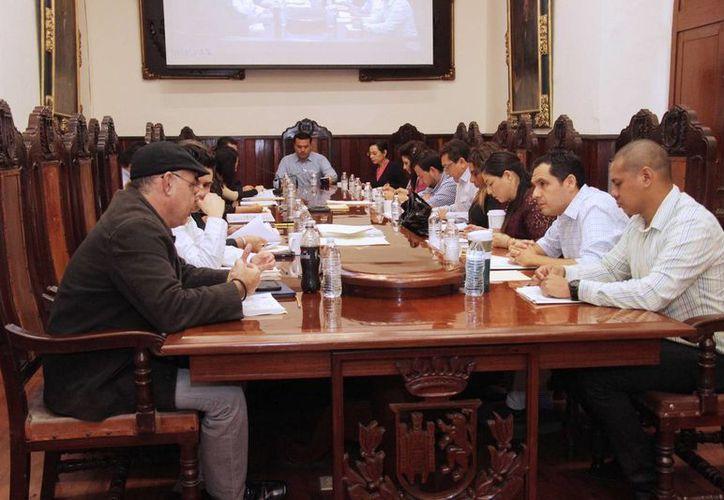 Aspecto de la sesión de Cabildo en la que se denunciaron presuntas irregularidades en la reubicación de locatarios del mercado Lucas de Gálvez. (SIPSE)