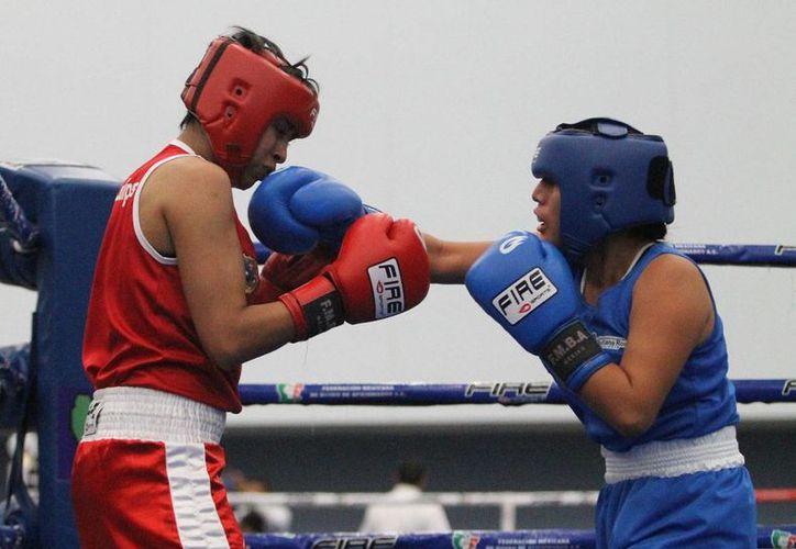 Dulce María González Meza logró un contundente triunfo en el peso mosca en la categoría Juvenil Mayor. (Harold Alcocer/SIPSE)