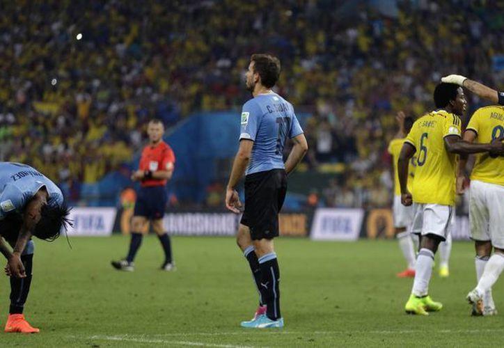 La garra charrúa no fue rival para el futbol asociación de los cafetaleros. (Foto: AP)