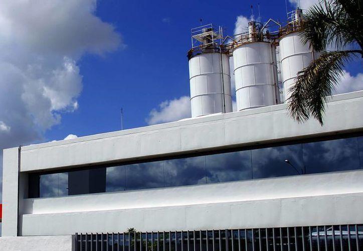 Varias empresas yucatecas utilizan gas natural en su producción, por lo que tienen que prevenirse ante la escasez que hay en la entidad. (Milenio Novedades)