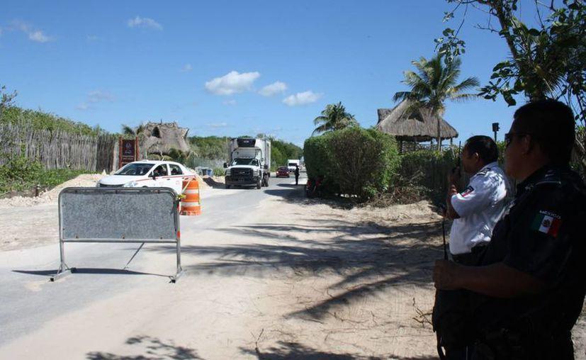 La carretera a Boca Paila está parcialmente cerrada; sólo funciona un carril. (Sara Cauich/SIPSE)