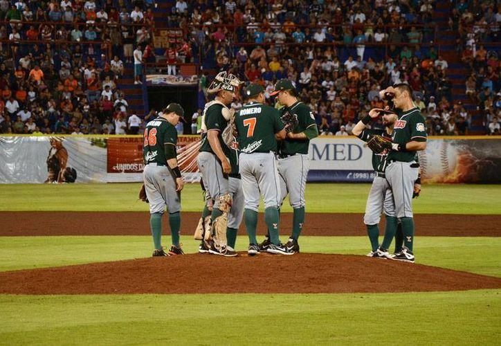 Leones de Yucatán se llevó el quinto juego de la serie frente a Tigres de Quintana Roo, y 'forzaron' el regreso a Mérida. Este sábado, se enfrentan en el parque Kukulcán. (Milenio Novedades)