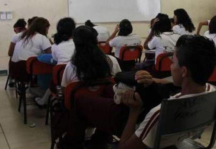 Cada estudiante de educación básica cuesta a la federación más de 39 mil pesos cada ciclo escolar. (Archivo/SIPSE)