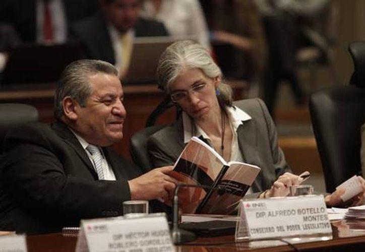 La presidenta del Comité de Radio y Televisión, Pamela San Martín, asegura que los lineamientos del INE son recomendaciones para los concesionarios de radio y televisión que garantizan la libertad de expresión y la libre manifestación de ideas. (jornada.unam.mx)
