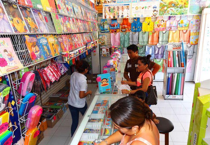 Nadie puede coaccionar la compra de útiles escolares con un proveedor o marca en específico, asegura Profeco. (Foto: Daniel Pacheco)