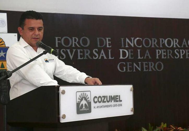 Empleados del Ayuntamiento participaron en un taller para generar políticas de igualdad de género, que fue clausurado por el presidente Fredy Marrufo Martín. (Redacción/SIPSE)