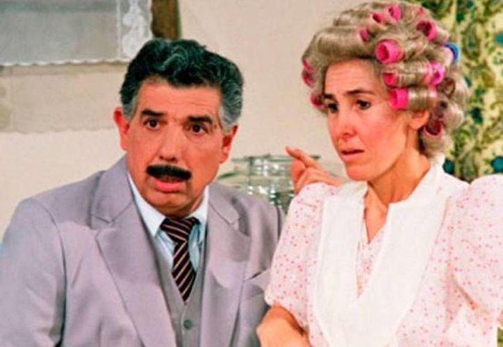 Rubén Aguirre (El Profesor Jirafales), quien en la foto aparece junto con Florinda Meza (doña Florinda) en la serie El Chavo del 8, escribió el libro 'Después de usted', en el que revela secretos de El Chavo del 8. (t13.cl)