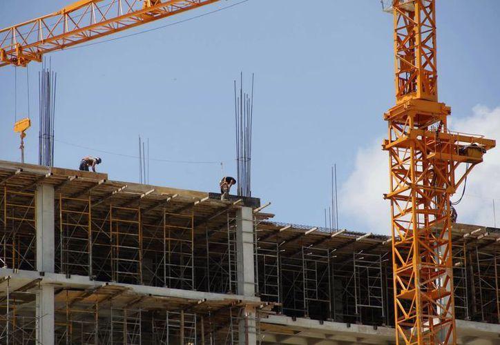 Empresarios de la construcción esperan mayor facilidad para concursar por obras. (Milenio Novedades)