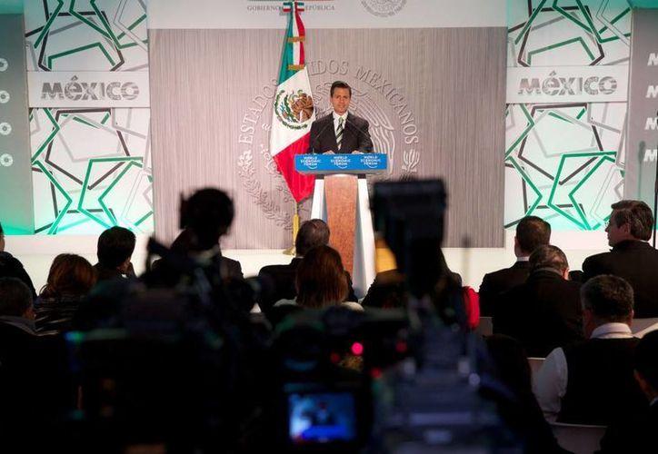 El presidente de México, Enrique Peña, afirmó en Davos que el combate a la inseguridad en México parte desde dos órdenes: uno estructural y otro operativo. (presidencia.gob.mx)