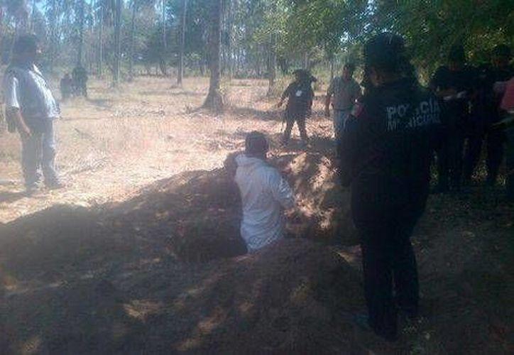 Personal forense se encuentra investigando la zona norte de Acapulco desde las 9 de la mañana de este lunes. (Milenio)
