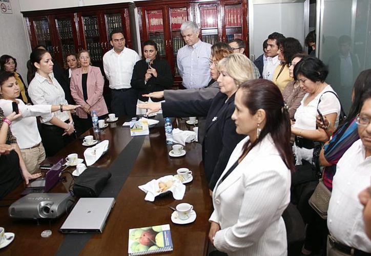 La nueva directiva de la Amees rindió protesta ayer. (Juan Albornoz/SIPSE)