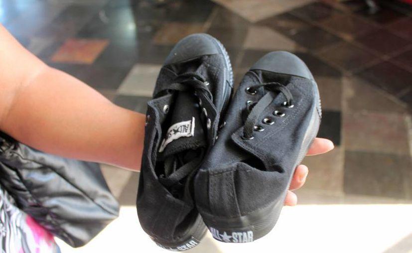 Por culpa de unos zapatos de tela piratas, Niki terminó consignada ante un juez calificador. (Ernesto Neveu/SIPSE)