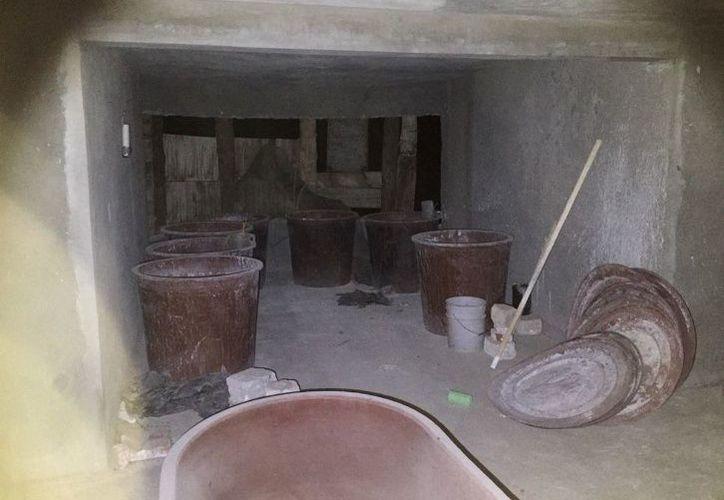 En el operativo se encontraron diversas herramientas debajo de la sede del ayuntamiento. (Internet)