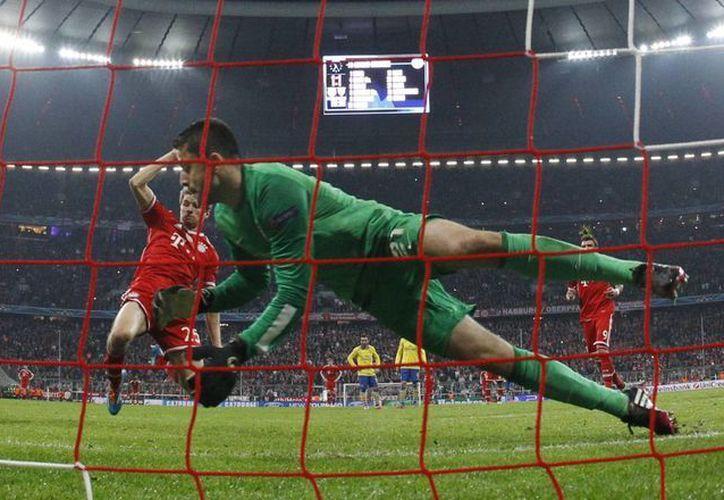 El Bayern pasó a cuartos de final de la Champions con marcador global de 3-1, luego de su triunfo 2-0 sobre el Arsenal en el partido de ida en Londres. (Agencias)