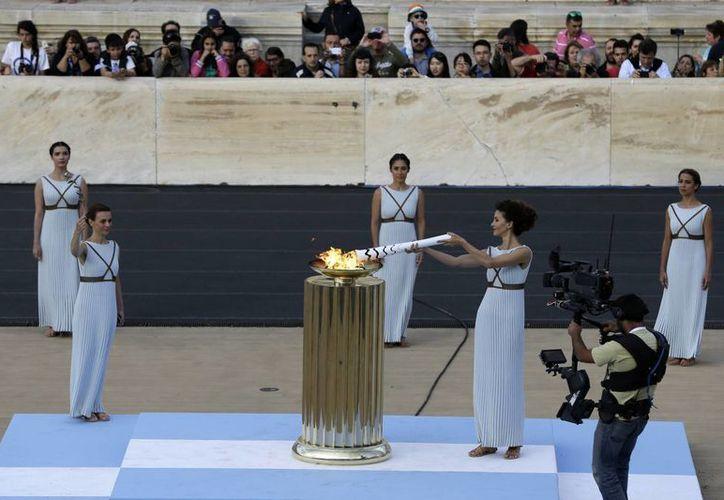 La ceremonia de entrega de la antorcha olímpica se realizó en el estadio Panatenaico, una instalación en la que se realizó la primera olimpiada moderna en 1896. (AP)