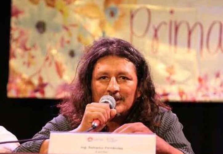 """Una charla entre nosotros"""", es la novela que Salvador Fernández compartirá con los asistentes. (Alejandra Flores/SIPSE)"""