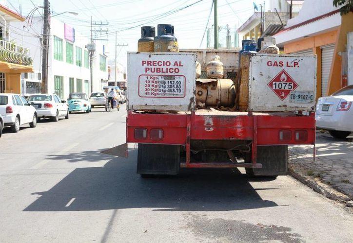 El cilindro de 20 litros, ahora tiene un costo de 353 pesos. (Foto: Adrián Barreto/SIPSE)