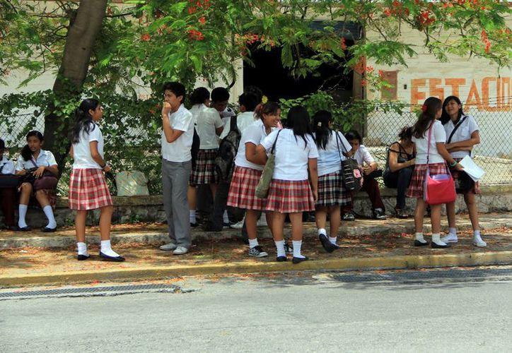 """Como """"grave"""" calificó un regidor el problema del consumo de drogas en escuelas secundarias de Mérida. (Archivo/José Acosta)"""