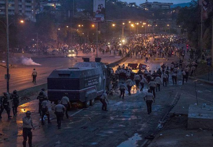 """La alerta advierte de que las 'frecuentes manifestaciones' desde febrero, tanto a favor como en contra del gobierno venezolano, pueden suponer un """"riesgo para la seguridad"""". (Archivo/EFE)"""