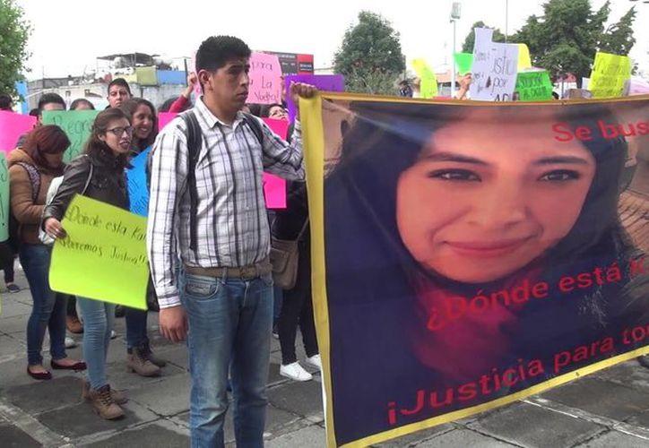 Familiares y amigos de Karina Quiroz se manifestaron para exigir que se aceleren las investigaciones. (Foto: Tres PM)