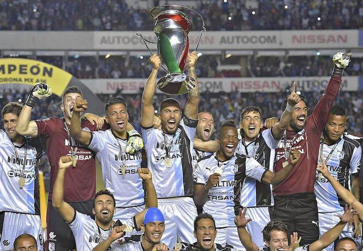 Querétaro, campeón defensor del torneo, debutará el próximo miércoles ante el Cruz Azul de Paco Jémez, en el estadio  'Corregidora'. (Notimex)