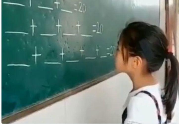 Esta niña se ha ganado el aplauso de cientos de internautas. (Impresión de pantalla)