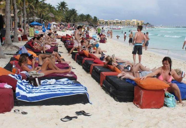 La afluencia turística en las playas de la Riviera Maya alcanzará el 100% en vacaciones invernales. (Archivo/SIPSE)