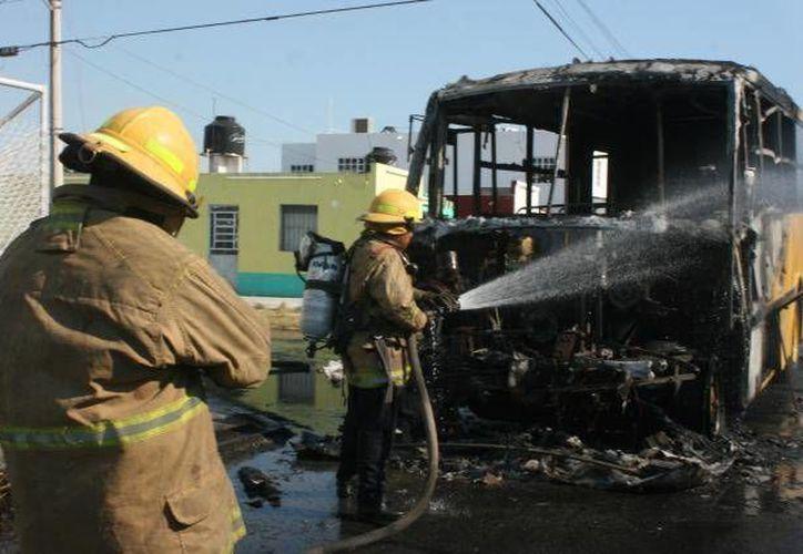 En total cuatro camiones fueron quemados. (Imagen de contexto/SIPSE)