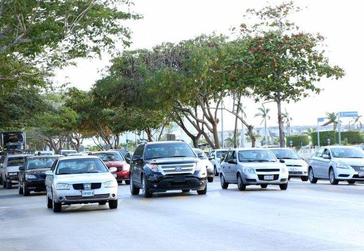 En la foto, salida de Mérida a Progreso, por el norte de la ciudad, que en el corto plazo contará con obras viales poco comunes.  (José Acosta/Milenio Novedades)