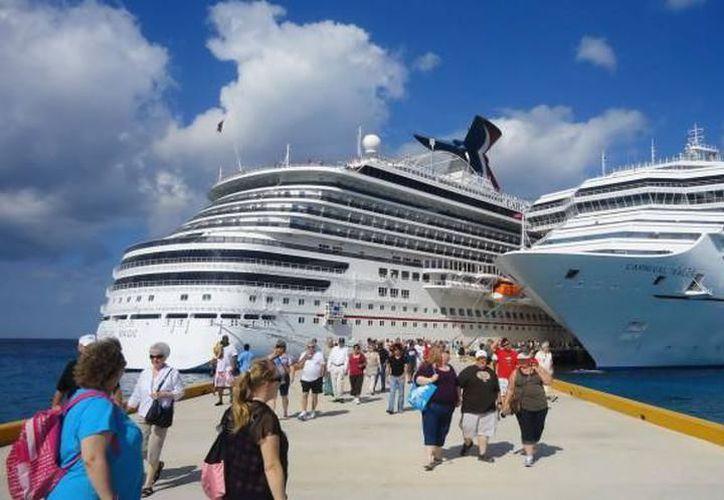 La industria de cruceros prevé incrementar hasta 10 por ciento sus viajes a puertos mexicanos el próximo año. (Archivo/SIPSE).