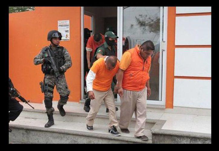 Tras la audiencia privada de más de siete horas celebrada en la sala de juicios orales, los policias fueron reingresados al Centro de Readaptación Social de Papantla. (Javier Ríos/Milenio)