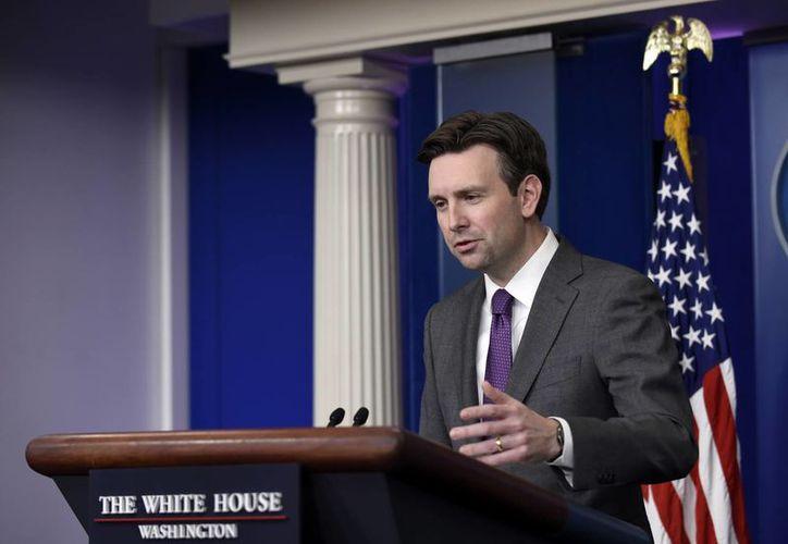 El vocero de la Casa Blanca, Josh Earnest, descartó que Obama vaya a otorgar perdones a responsables de torturas. (AP)