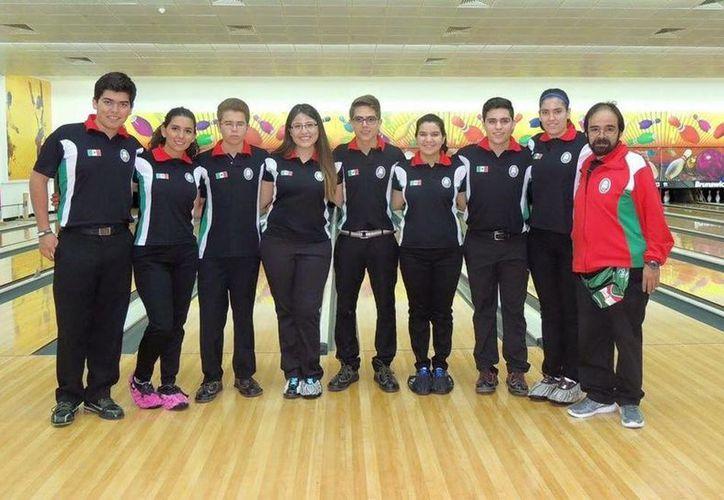 Selección mexicana de boliche que participa en Doha, Qatar. (Milenio Novedades)