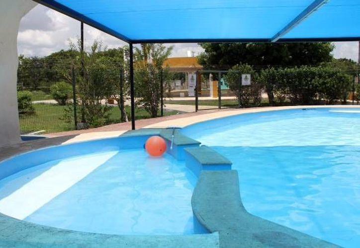 La piscina del Centro de Desarrollo Comunitario Renacimiento en imagen proporcionada por regidores panistas. (SIPSE)