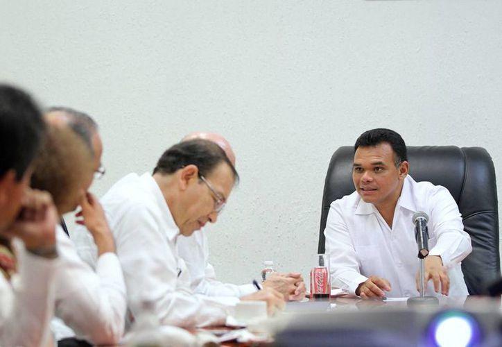 El gobernador Rolando Zapata Bello en uno de los eventos que encabezó este lunes. (SIPSE)