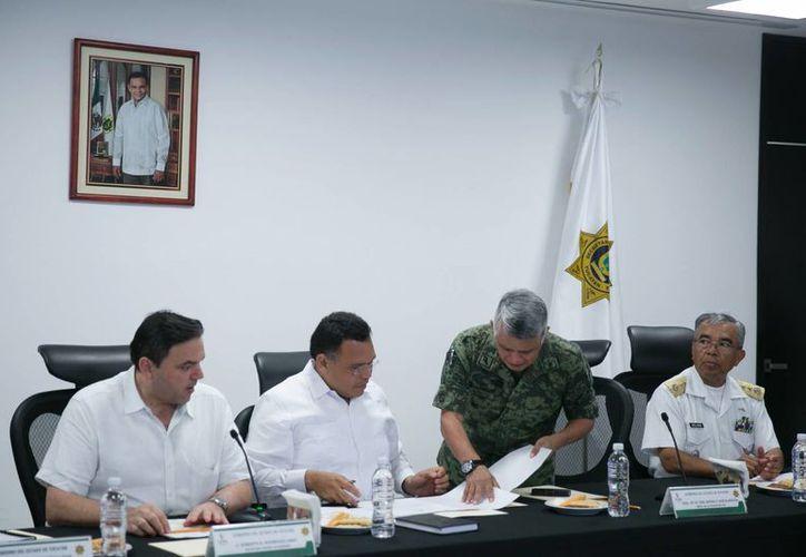 El gobernador Rolando Zapata encabezó este martes la quinta reunión ordinaria del Grupo de Coordinación Local. (Foto cortesía del Gobierno de Yucatán)