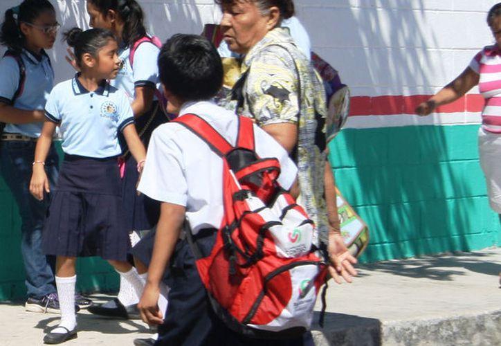 Para la planeación  del siguiente ciclo escolar se esperan dos mil alumnos más tan solo en nivel primaria. (Octavio Martínez/SIPSE).