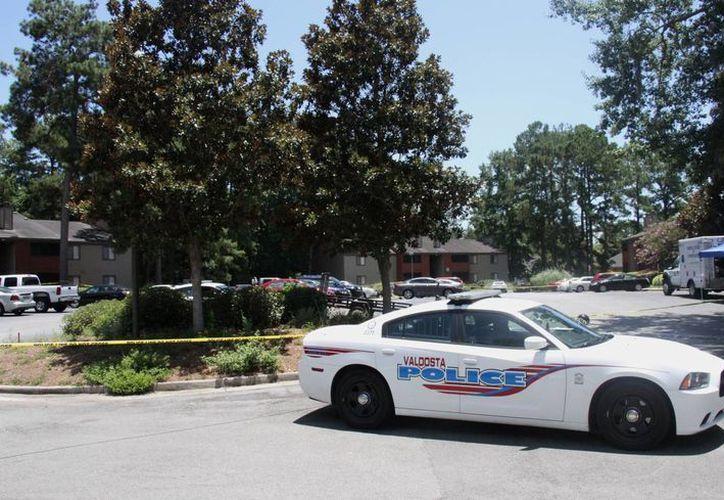 Este ataque contra un policía en EU ocurre horas después del asesinato de cinco uniformados blancos en la ciudad de Dallas, Texas. (AP)