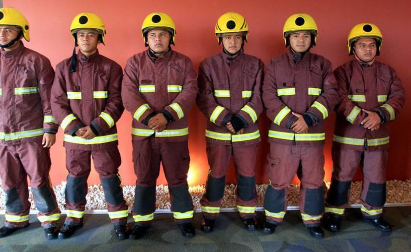 Los tragahumos estrenan uniformes de tecnología europea. (Cortesía/SIPSE)