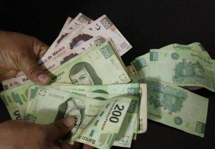Un 96 por ciento de las operaciones monetarias que se realizan en México son en efectivo lo que ayuda a la informalidad. (Archivo SIPSE)