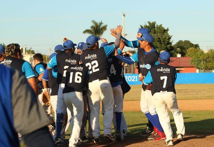 Los Senadores eliminaron al líder, Rookies de la Marista, en dos juegos. (Novedades Yucatán)