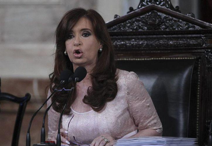 La presidenta Fernández asegura que existe una 'fuerte ofensiva internacional' sobre Argentina. (EFE)